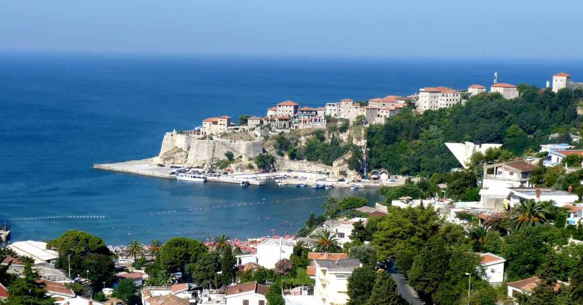 Ulcinj panorama grada u Crnoj Gori na moru
